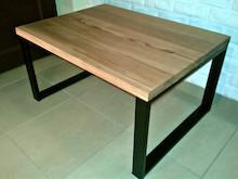 STOLIK KAWOWY GUSTO  Prosta forma stolika łączy w sobie minimalistyczny styl skandynawski z surowością industrialnych wnętrz. Blat drewniany z...