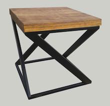STOLIK KAWOWY RYMDEN Prosta forma stolika łączy w sobie minimalistyczny styl skandynawski z surowością industrialnych wnętrz. Blat drewniany z widocznymi...
