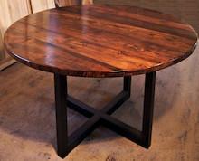 Stół KONGO  Prosta forma stołu idealnie wpasowuje się w nowoczesne wnętrza. Blat drewniany z widocznymi słojami, może być lekko postarzane w...