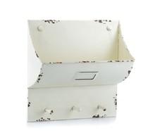 Biała półka Mazine może być świetnym miejscem do przechowywania gazet, listów czy potrzebnych dokumentów.  Znajdzie zastosowanie w wielu wnętrzach....