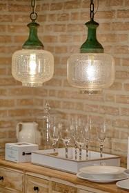 Szklana lampa wisząca Spot dostępna jest w dwóch kształtach, spośród których każdy wybierze coś dla siebie.  To produkt niebanalny, wyjątkowy,...