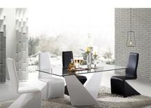 Nowoczesny stół Enzo, który wzbogaci każde wnętrze.  Materiał wykonania:  - lakierowany MDF - grube hartowane szkło   Wymiary:  - wysokość:...