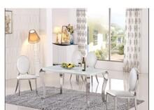Blat stołu wykonany jest ze szkła o gr. 12 mm w kolorze białym Nogi oraz podstawa stołu - stal nierdzewna polerowana. Dostępne również wymiary :...
