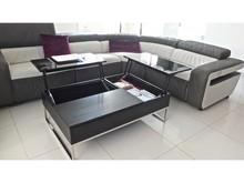 Zoptymalizuj przestrzeń salonu dzięki funkcjonalnemu stolikowi do kawy, który potrafi znacznie więcej niż tylko służyć za podstawę. Pod blatem...