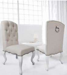 Nowoczesne krzesło w stylu Glamour. Wykończenie : Tkanina, nogi lite drewno. Wymiary :  60/55/102 cm  wysokość siedziska: 48 cm