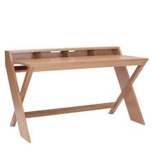 Biurko w całości wykonane z drewna dębowego, z charakterystycznymi nogami w kształcie X. Dzięki zastosowanej konstrukcji wygląda dobrze z każdej...