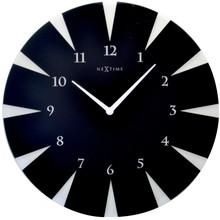 """Zegar 8150 """"Point"""", którego projektantem jest NeXtime, posiada mechanizm skokowy zasilany za pomocą baterii typu AA. Zegar wykonany ze szkła w..."""