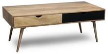 Stolik kawowy drewniany w skandynawskim stylu