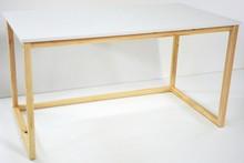 Mebel w minimalistycznym stylu, inspirowany stylem skandynawskim. Atrakcyjna cena i oryginalny kształt pozwala każdemu stworzyć wyjątkowe miejsce do pracy...