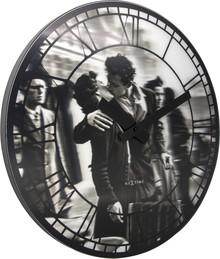 """Zegar 3213 """"Kiss me in New York"""" zaprojektowany przez NeXtime, wyposażony jest w mechanizm płynący zasilany za pomocą baterii typu AA. Zegar..."""