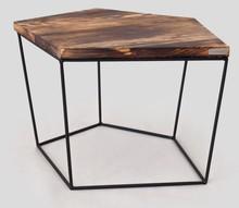 <br /> <STRONG>Stolik kawowy SKORNEG</STRONG><br />Ciekawy i oryginalny stolik kawowy w geometrycznej formie. Projekt obejmuje...