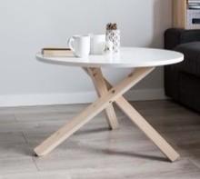 A gdyby tak połączyć wyjątkową funkcjonalność i niebanalny wygląd w jednym projekcie? Stolik TRIPLE spełnia oba kryteria. Stelaż z litego drewna...