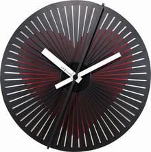Zegar 3124 Kinegram Heart zaprojektowany przez Zoltan Kecskemeti, wyposażony jest w mechanizm skokowy zasilany za pomocą baterii typu AA. Zegar wykonany z...