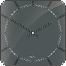 Zegar 3173 Michael Square Dome zaprojektowany przez NeXtime, wyposażony jest w mechanizm płynący zasilany za pomocą baterii typu AA. Zegar wykonany ze...