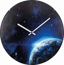 Zegar 3176 Globe Dome zaprojektowany przez NeXtime, wyposażony jest w mechanizm płynący zasilany za pomocą baterii typu AA. Zegar wykonany ze szkła w...