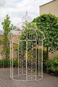 Meble ogrodowe posiadają przetarcia, rysy i zadrapania, dające efekt naturalnej starości.  Szerokość: 158.0 cm Głębokość: 158.0 cm Wysokość:...