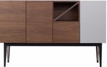 Nowoczesny bufet z kolekcji 2B w kolorze orzecha amerykańskiego z charakterystyczną wstawką na blacie oraz jednym frontemdo wybory w trzech kolorach...