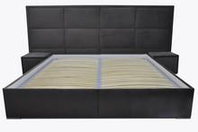 Łóżko sypialniane 3  Łóżko sypialniane 3 pięknie wkomponuje się w Twoje wnętrze.  Prezentowany produkt ze zdjęcia zawiera:  • pojemnik na...