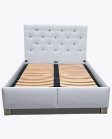 Łóżko sypialniane 2  Łóżko sypialniane 2 – pięknie wkomponuje się w Twoje wnętrze.  Prezentowany produkt ze zdjęcia zawiera:  • pojemnik...