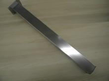 Noga metalowa kwadratowa w kolorze aluminium elektropoler z możliwością regulacji wysokości (ok. 2cm). Wymiary 60x60 mm. Wysokość 820 mm. Wyrób...