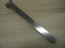 Noga metalowa kwadratowa w kolorze aluminium elektropoler z możliwością regulacji wysokości (ok. 2cm). Wymiary 60x60 mm. Wysokość 1100 mm. Wyrób...