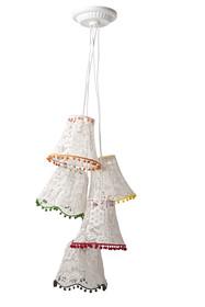 Lampa wisząca Granny Lace marki Zuiver jest połączeniem pięciu osobnych abażurów. Wykonana z drutów i białych koronek. Klasyczny kształt abażura i...