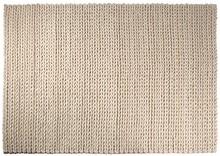 W poszukiwaniu dobrego dywanu, który nie tylko wykończy wnętrze, ale będzie również praktyczny można czasami przejść kilkanaście sklepów....