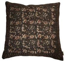 Poduszka bawełniana INDIAN BLOCK z malowanymi metodą blokową wzorami.  Wymiary: 70x70x20 cm  Materiał: Poszewka 100% bawełna, wypełnienie 100%...