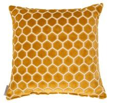 Poduszka MONTY miodowa  Materiał: 74% wiskoza, 21% akryl, 5% bawełna Wypełnienie: 100% poliester Wymiary: 45 x 45 cm