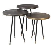 Stolik ALIM, 3 sztuki zestawie  Materiał: Blat 6 mm aluminium, płyta z antycznej miedzi, mosiądzu lub metalu Metalowe nogi malowane proszkowo na czarno...