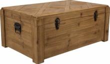 Kufer z drewna jodłowego z żelaznymi zawiasami i zatrzaskami  Wymiary: 82x52x34 cm (DxGxW)