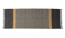 Dywan MOOSE 80 x 200 cm  Ręcznie tkany dywan z czarnymi bawełnianymi frędzlami. Materiał: 80% wełna, 20% bawełna