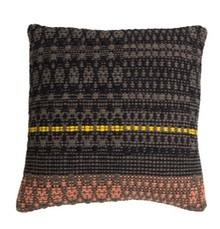 Poduszka SALMON  Wymiary: 50 x 50 cm  Materiał: Przód: ręcznie tkany, 80% wełna,20% bawełna Tył: 100% bawełny