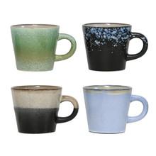 """Zestaw filiżanek do cappuccino 70""""s  Wymiary: 12x9,5x8,5cm  Kolor: różnokolorowe Materiał: ceramika  Parametry dodatkowe: każdy model różni..."""