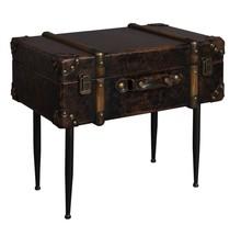 Stolik LUGGAGE - Dutchbone  Materiał: Blat - walizka z płyt MDF, tapicerowana. Metalowe elementy. Wnętrze - podszewka z czarnego poliestru. Nogi -...