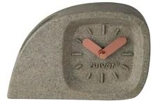 Zegar DOBLO marki Zuiver  Zegar stołowy z poliresingu o wyglądzie betonu, wskazówki miedziane  Wymiary: 15,5x 4,5x 10,5 cm  Baterie 1x AA (nie...