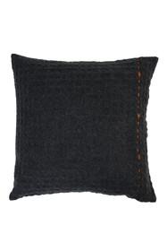 Poduszka MIMOSA szara marki Zuiver  Materiał: 60% akryl, 20% wełna, 20% nylon, z pomarańczowymi szczegółami z przodu, z tyłu szara bawełna...