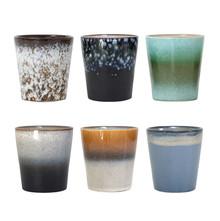 """Zestaw 6 kubeczków ceramicznych 70""""s marki HK Living Każdy jest z innym wykończeniem w stylu lat siedemdziesiątych. Można go myć w zmywarce oraz..."""
