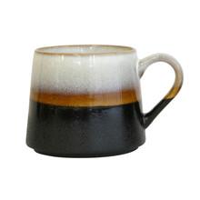 """Kubek ceramiczny 70""""s do herbaty. Wymiary: 9x10,5x9,2 cm Kubek można myć w zmywarce i stosować w mikrofalówce.M  Kolor: czarny, brązowy, biały..."""