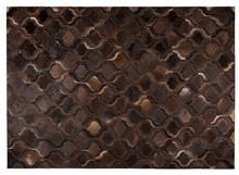 Dywan BAWANG 170X240 ciemny brązowy to ręcznie tkany patchworkowy dywan bydlęcy  Wymiary: 170x240 cm Wysokość: 4 mm