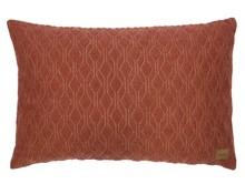 Poduszka Diamond, kolor bordowy  Tył poduszki w kolorze ciemnym szarym z suwakiem umożliwiającym zdjęcie pokrowca.  Wymiary:  - 40x60 cm ...