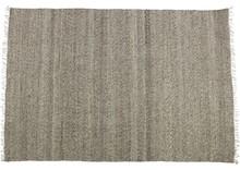 Dywan Fields 170x240 cm  Dywan Fields w rozmiarze 170x240 cm, dostępny w odcieniach szarości i brązu.  Wymiary:  - Szerokość: 170 cm -...