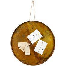 Tablica magnetyczna dostępna w kolorach postarzanego mosiądzu i miedzi.  Średnica 50 cm. Kolor: antique miedziany Materiał: metal Wymiary: 50 Waga: 1,15