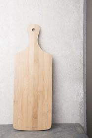 Prostokątna deska bambusowa.  Wymiary:44,5 x 16 cm Kolor: naturalny Materiał: drewno bambusa