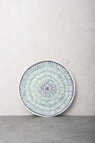 Talerz bambusowy Mandala. Talerz należy do całej serii akcesorii farbowanych naturalną i tradycyjną techniką japońską Shibori. Przypomina nam iż...