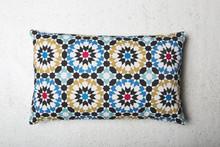 Bawełniana poduszka zainspirowana Marokańskimi wzorami na kaflach.  Produkty marki Urban Nature Culture łączą w sobie wpływy i surowce z całego...