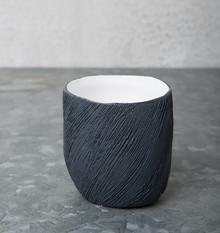 Ceramiczny świecznik z serii Solstice.Wymiary:7 x 6,5 x 7 cmMateriał:ceramikaProdukty marki Urban Nature Culture łączą w sobie wpływy i...