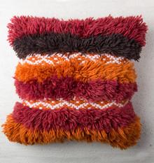 Tkana ręcznie poduszka Tribal Folklore wykonana jest z wełny nowo zelandzkich owiec. Dekoracyjnie pozostawiono frędzle, które nadają dodatkowej...