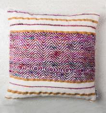 Ręcznie tkana poduszka Pampa, której wzór zainspirowany jest meksykańskimi szalami Serape Produkty marki Urban Nature Culture łączą w sobie wpływy i...