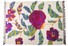 Ozdobny dywan Folk we florystyczne wzory. Wykonany z jedwabiu z odzysku oraz bawełny. Produkty marki Urban Nature Culture łączą w sobie wpływy i surowce...